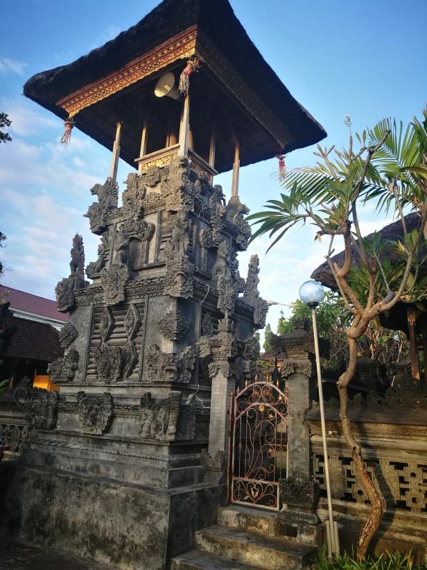 Samuan Tiga Temple, Kuta beach.