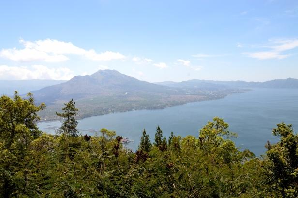 Lago e vulcano Batur.
