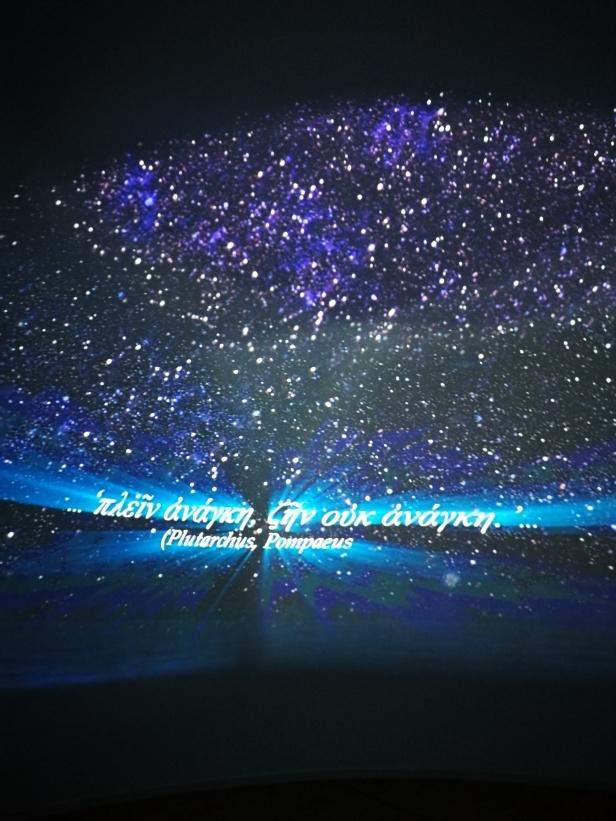 Video nel planetario per orientarsi con le stelle.