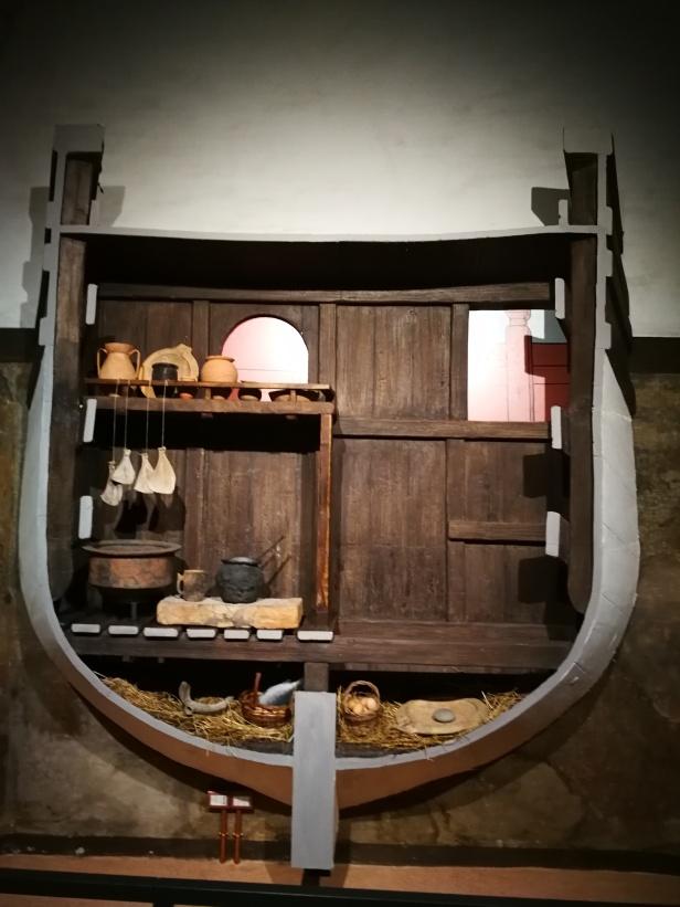 Ricostruzione cucina di bordo.