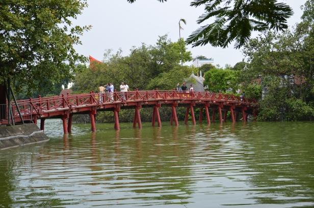 Il ponte rosso Huc, Hanoi.