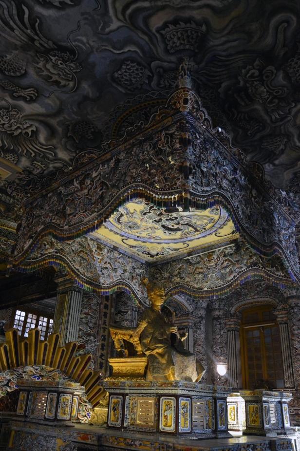 Tomba reale di Khai Dinh (Mausoleo Ung), interno.