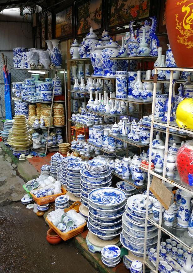 Bat Trang, villaggio della ceramica nei pressi di Hanoi.