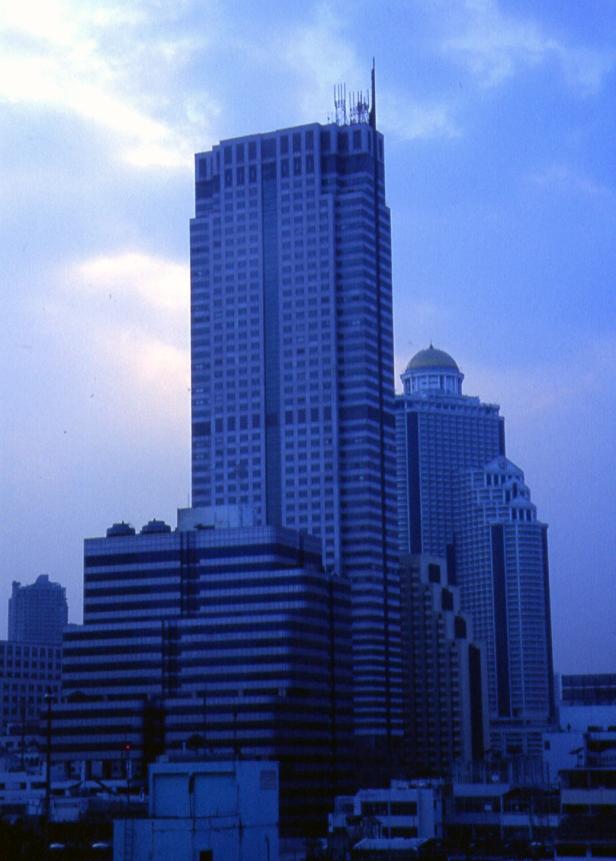 Nel 2004 era l'unico grattacielo di Bangkok.