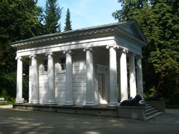 """""""Parco Lazienki"""", casa bianca."""