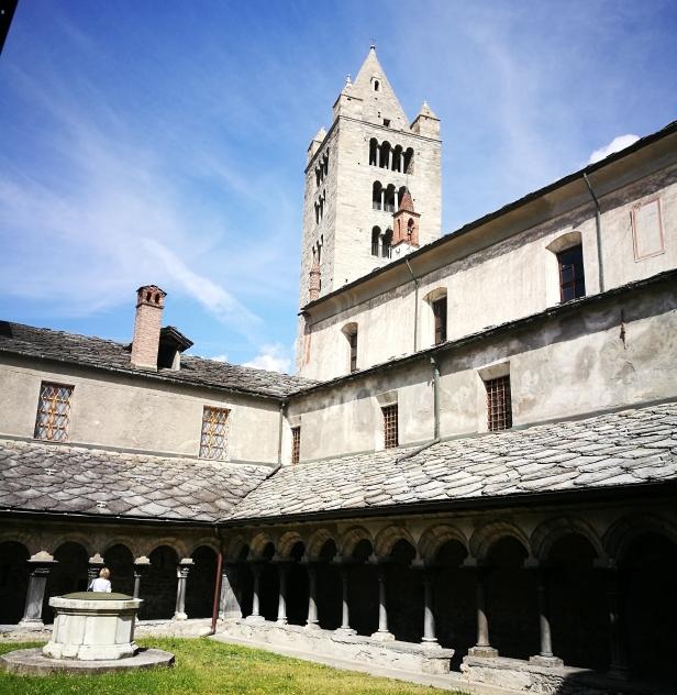 Il Chiostro della Chiesa Collegiata dei Santi Pietro e Orso, Aosta.