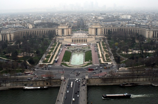Area monumentale del Trocadéro, con la Fontana di Varsavia. Scatto dalla Torre Eiffel del 2011.