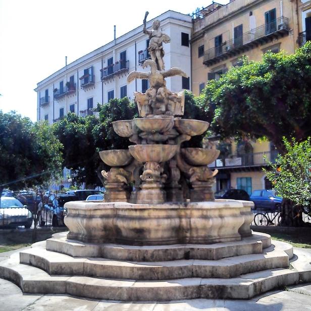 Fontana di Piazza Garibaldi.