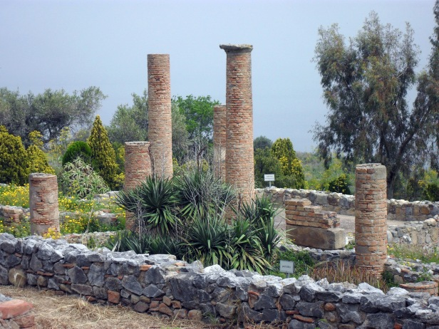 Peristilio, domus, parco archeologico di Tindari.