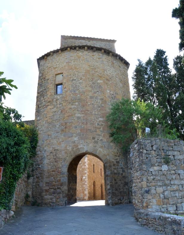 Porta di ingresso, San Quirico d'Orcia.