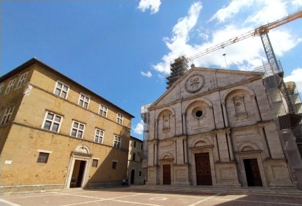Palazzo Borgia e Duomo di Pienza.