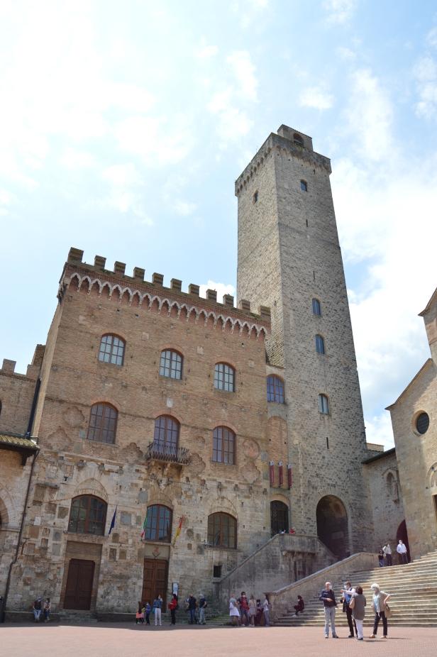 La Torre grossa col Palazzo Comunale.