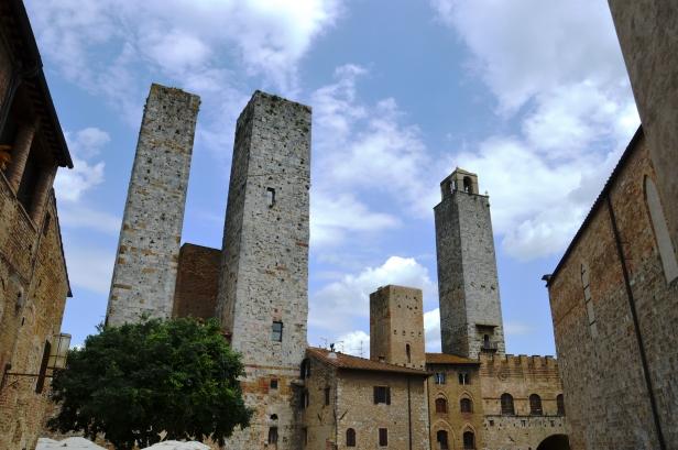 Le Torri dei Salvucci sono due torri gemelle di San Gimignano situate in Piazza Delle Erbe.