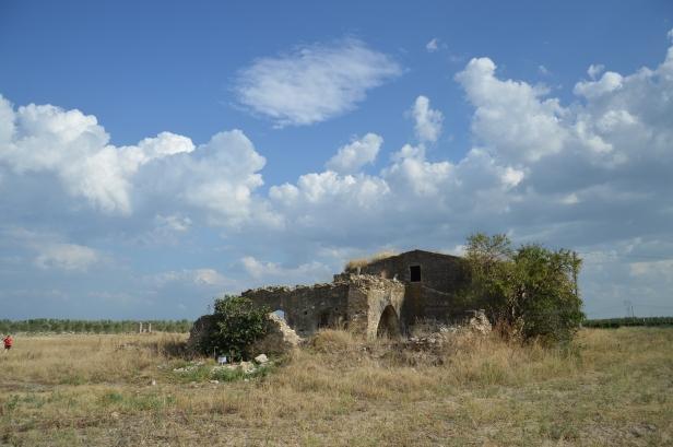 Casolare semi crollato del complesso di Santa Maria dei Manzi.