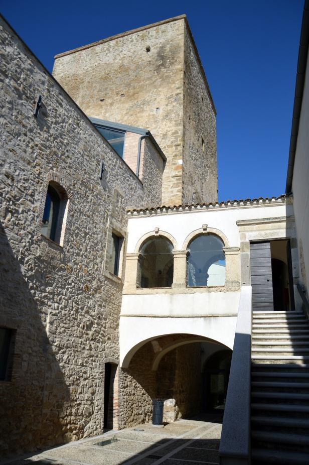 Torre Alemanna, il cortile interno.