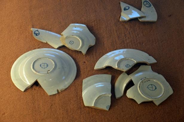 Il famoso emblema di Torre Alemanna presente sulle ceramiche realizzate in loco.
